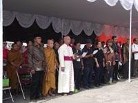 Bersama menyanyikan lagu Indonesia Raya dalam ceremonial PALM