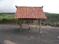 Bekas rumah Mbah Marijan yg diterjang letusan Merapi ditandai dgn didirikannya gubug
