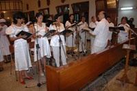 Kelompok koor pimpinan Mas Krisna ikut menyemarakkan suasana perayaan syukur HUT CB ke-174