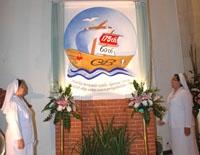 Pencanangan logo tahun yubileum oleh Sr. Sesilia CB dan Sr. Valentina CB (salah satu panita)