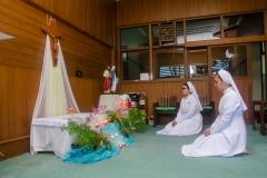 Para Pestawati mempersiapkan hati dalam doa di Ruang Doa