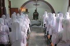 Rm. Hasto Rosariyanto SJ memimpin Ekaristi bagi para kapitulan di KapelPanti Bina Provinsialat CB