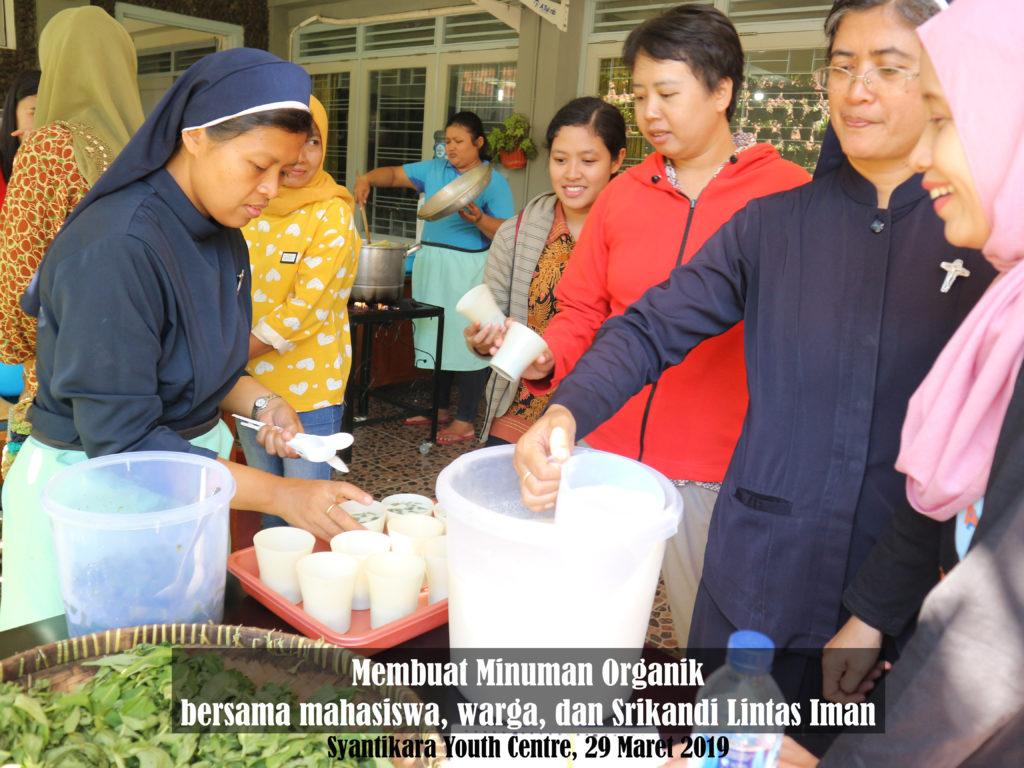 04 resize IMG_5197 Membuat Minuman Organik bersama Mahasiswa, Warga dan Srikandi Lintas Iman